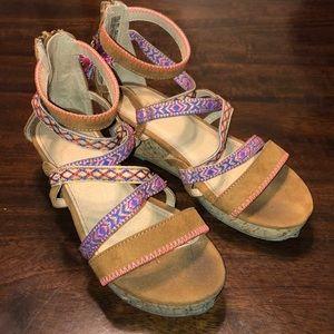 Girls Tight Rope Tan Sandals Sz 4